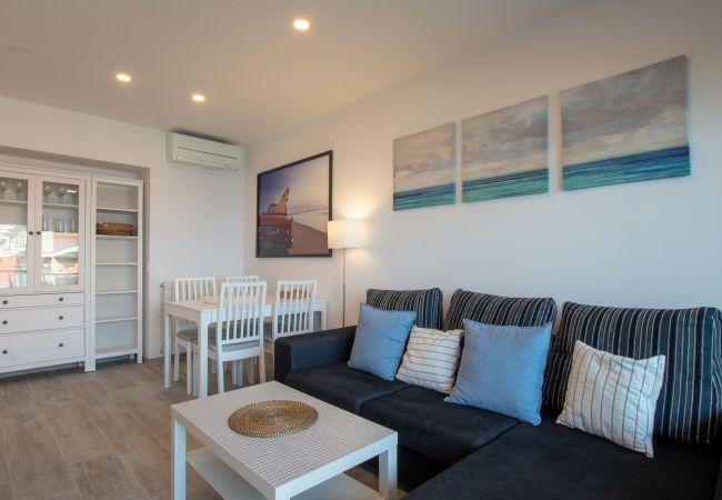 in Blanes - Apt Miami, beachfront apartment in the center of B