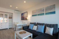 Apartamento en Blanes - Apt Miami, beachfront apartment in the center of B