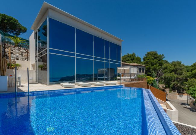 Villa in Blanes - Villa Zen - luxurious modern villa with AC, sea vi