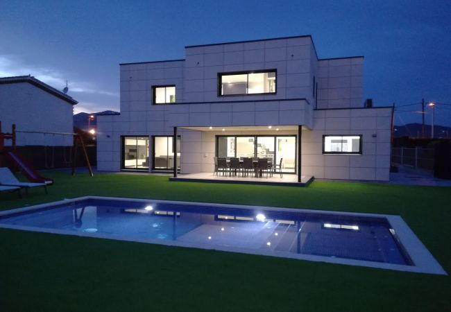 Villa in Pineda de Mar - Villa Malibu